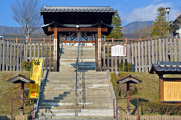 Entrance gate of the spa, 'Daibosatsu-no-Yu'.