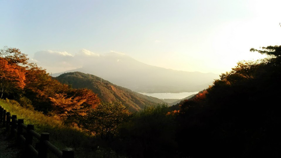 A great view from Tenka-chaya toward Mt. Fuji in autum, which also Dazai might have seen. Photo by Navis Argenti